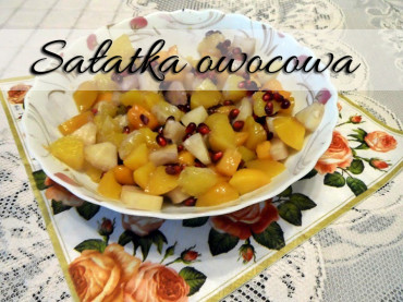 Sałatka owocowa z sosem ananasowym i miodem. Idealna na deser