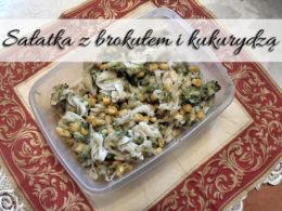 Sałatka z brokułem i kukurydzą. Jedna z naszych ulubionych przekąsek