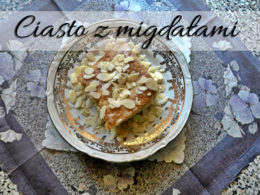 Szybkie migdałowe ciasto z brzoskwiniami