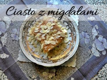 Szybkie migdałowe ciasto z brzoskwiniami idealne na każdą okazję