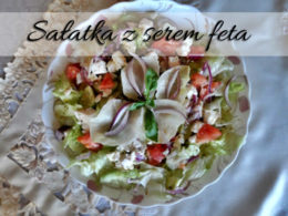Sałatka z serem Feta, pomidorem i ogórkiem. Idealna jako dodatek do grilla