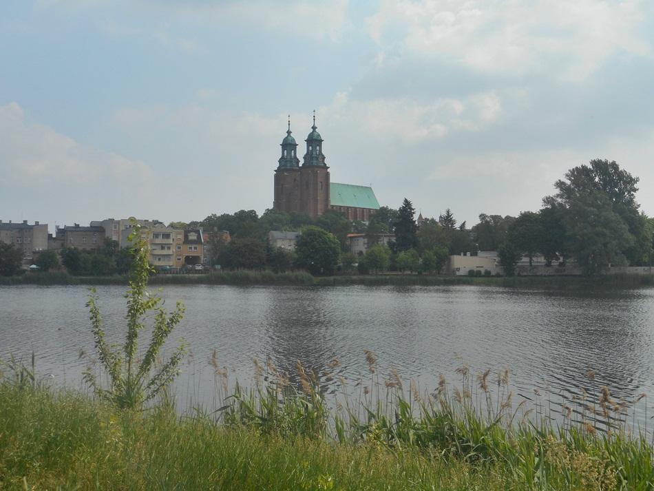 Jezioro Jelonek i Aleja Rzeźb w Gnieźnie