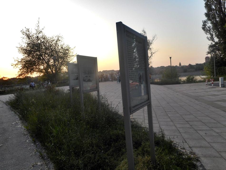 Panorama Torunia w dzień i w nocy