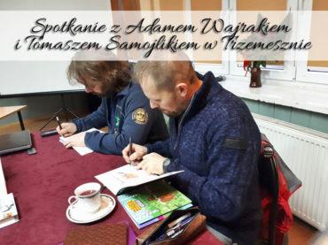 Spotkanie z Adamem Wajrakiem i Tomaszem Samojlikiem w Trzemesznie. Biblioteka spisała się na medal