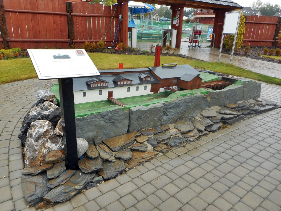 """Park Miniatur ,,Świętokrzysko"""" w Chrustach"""