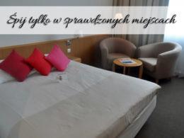 Śpij tylko w sprawdzonych miejscach. Dzięki temu unikniesz drastycznych scen