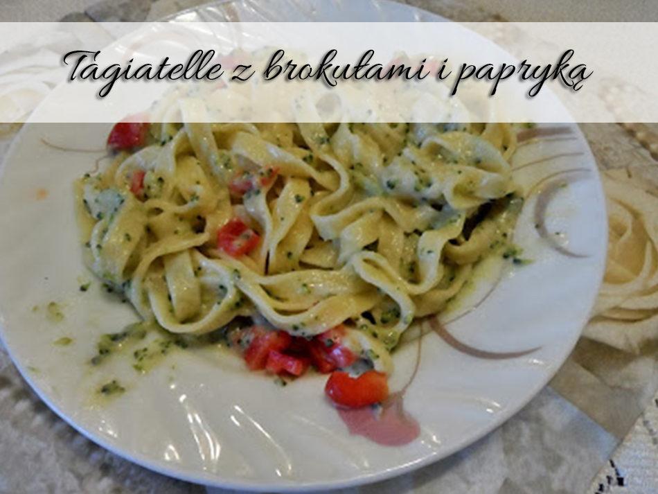 Tagiatelle z brokułami i papryką
