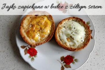 Jajko zapiekane w bułce z żółtym serem. Pyszne, szybkie danie!