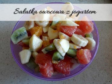 Sałatka owocowa z jogurtem. Pyszna, zdrowa przekąska