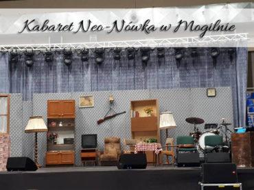 Kabaret Neo-Nówka w Mogilnie. Występ Kazik sam w domu