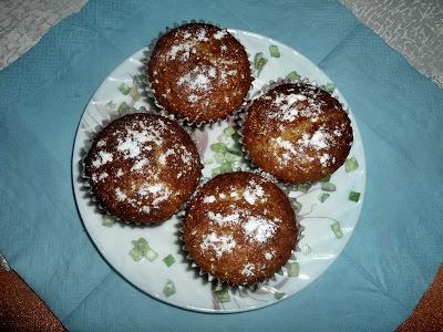 Kokosowe muffiny z kandyzowanym jabłkiem