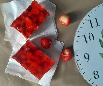 Ciasto-z-masą-serowo-truskawkową