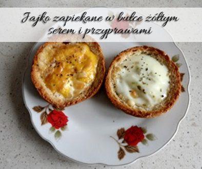 jajko-zapiekane-w-bulce-zoltym-serem-i-przyprawami
