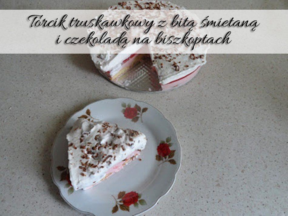 torcik-truskawkowy-z-bita-smietana-i-czekolada-na-biszkoptach